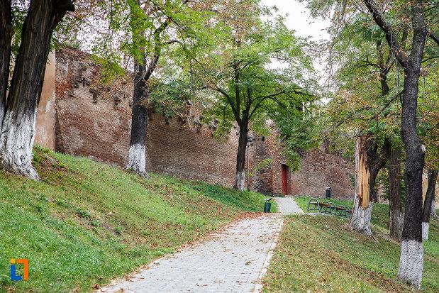 latura-de-vest-bastionul-rotund-si-turn-curtine-fragmente-a-cetatii-din-medias-judetul-sibiu.jpg