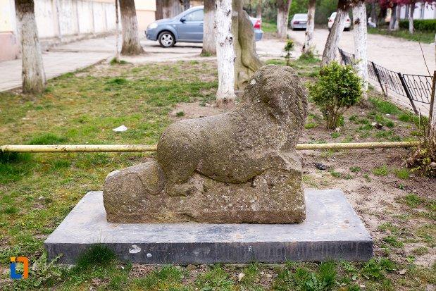 leii-funerari-din-ocna-mures-judetul-alba-vazuti-din-lateral.jpg