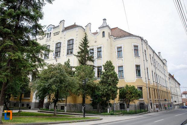 liceul-bolyai-farkas-cladirea-centrala-din-targu-mures-judetul-mures.jpg