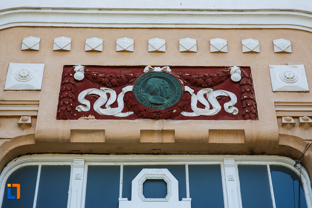 liceul-kun-azi-colegiul-national-aurel-vlaicu-din-orastie-judetul-hunedoara-detaliu-decorativ.jpg