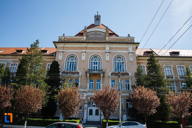 liceul-kun-azi-colegiul-national-aurel-vlaicu-din-orastie-judetul-hunedoara-vazut-din-fata.jpg