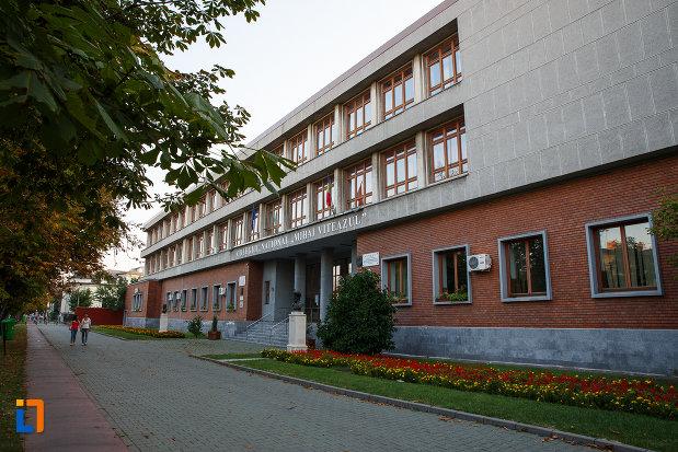 liceul-sf-petru-si-pavel-azi-colegiul-national-mihai-viteazul-din-ploiesti-judetul-prahova.jpg