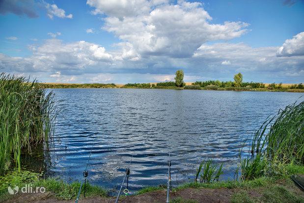 loc-de-pescuit-pe-lacul-ianculesti-judetul-satu-mare.jpg