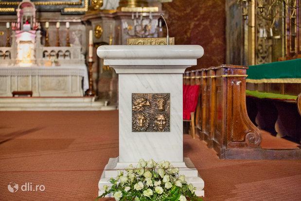 loc-de-predica-din-bazilica-romano-catolica-din-oradea-judetul-bihor.jpg