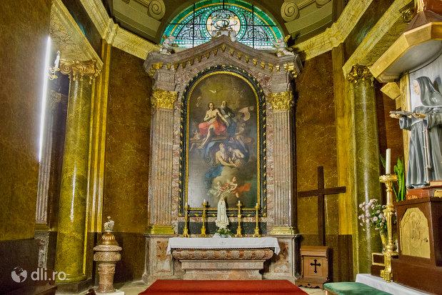 loc-de-rugaciune-bazilica-romano-catolica-din-oradea-judetul-bihor.jpg