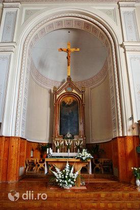 loc-de-rugaciune-in-manastirea-franciscana-sf-anton-din-capleni-judetul-satu-mare.jpg
