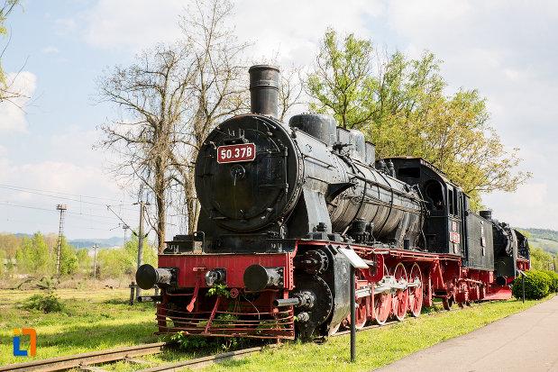 locomotiva-vazuta-din-fata-muzeul-locomotivelor-cu-aburi-din-resita-judetul-caras-severin.jpg
