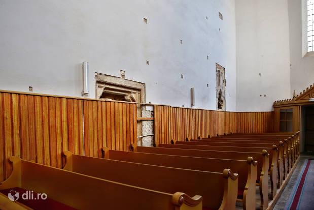 locuri-in-biserica-reformata-tasnad.jpg