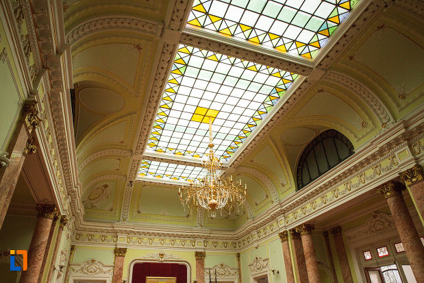 luminator-din-muzeul-de-arta-si-arta-populara-palatul-marincu-din-calafat-judetul-dolj.jpg