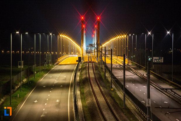 luminite-rosii-pe-podul-din-calafat-judetul-dolj.jpg