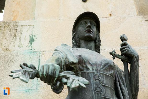 luptatoare-cu-sabie-de-la-monumentul-eroilor-din-primul-razboi-mondial-din-drobeta-turnu-severin-judetul-mehedinti.jpg
