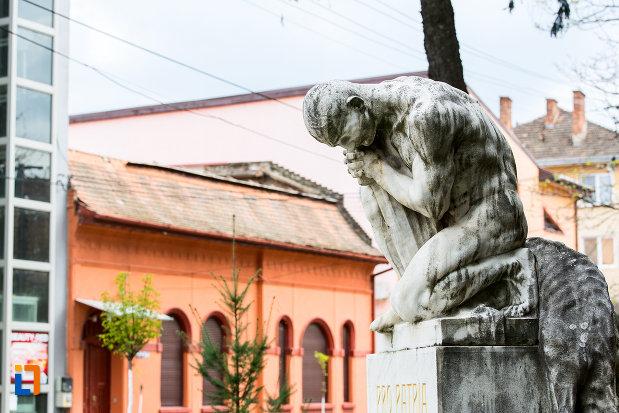 luptatorul-statuia-pro-patria-din-caransebes-judetul-caras-severin.jpg