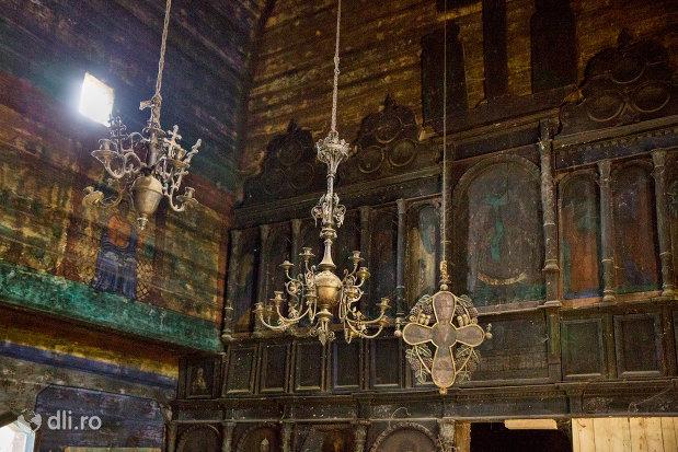 lustre-din-biserica-de-lemn-cuvioasa-paraschiva-din-botiza-judetul-maramures.jpg
