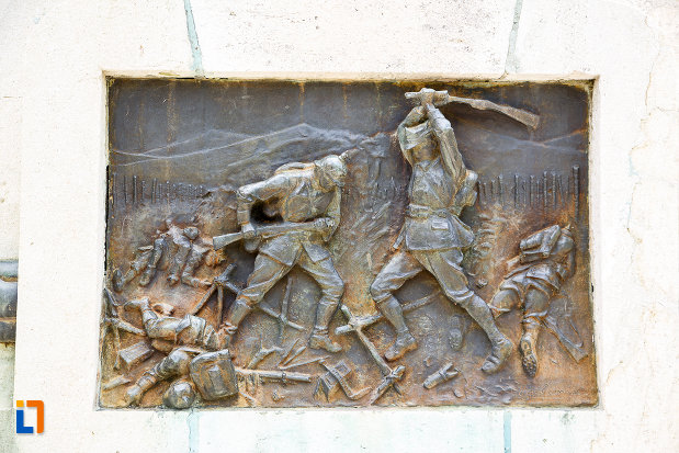luta-sculptata-pe-monumentul-eroilor-cazuti-in-primul-razboi-mondial-din-alexandria-judetul-teleorman.jpg