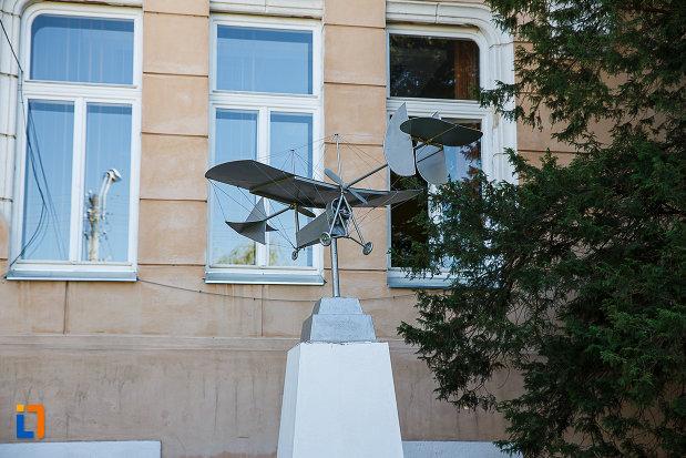 macheta-avionului-din-orastie-judetul-hunedoara.jpg