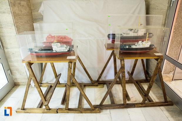 machete-de-nave-din-muzeul-regiunii-portilor-de-fier-din-drobeta-turnu-severin-judetul-mehedinti.jpg