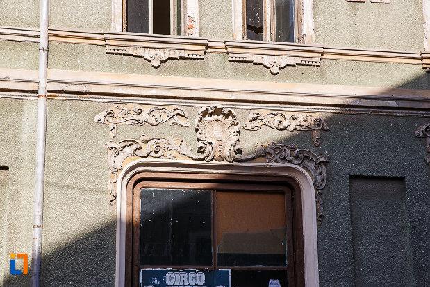 magazinul-vulcu-din-orastie-judetul-hunedoara-detalii-arhitecturale.jpg