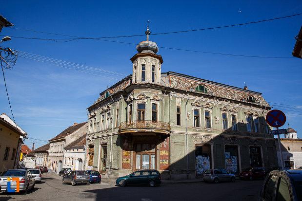 magazinul-vulcu-din-orastie-judetul-hunedoara.jpg