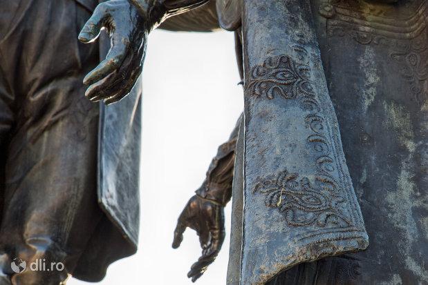 mainile-baciului-samson-din-statuia-wesselenyi-din-zalau-judetul-salaj.jpg
