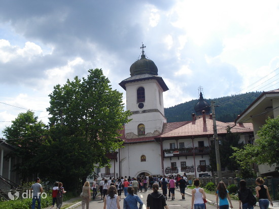 manastirea-agapia.jpg