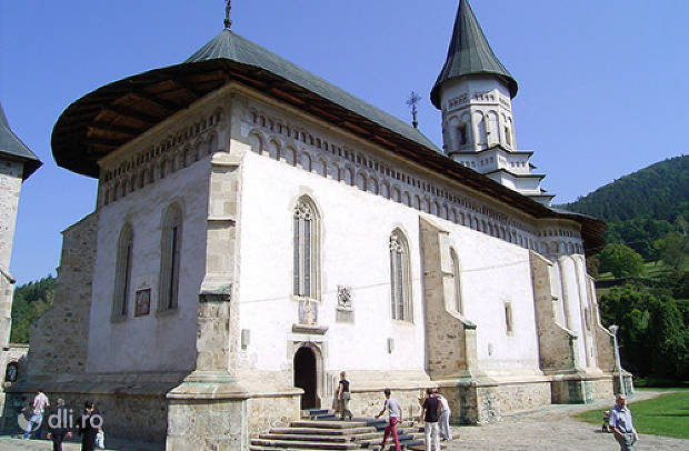 manastirea-bistrita-de-neamt.jpg