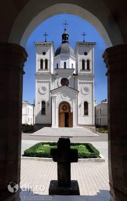manastirea-bistrita-de-valcea.jpg