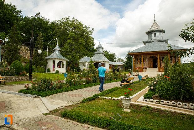 manastirea-brazi-din-panciu-judetul-vrancea-imagine-de-ansamblu.jpg