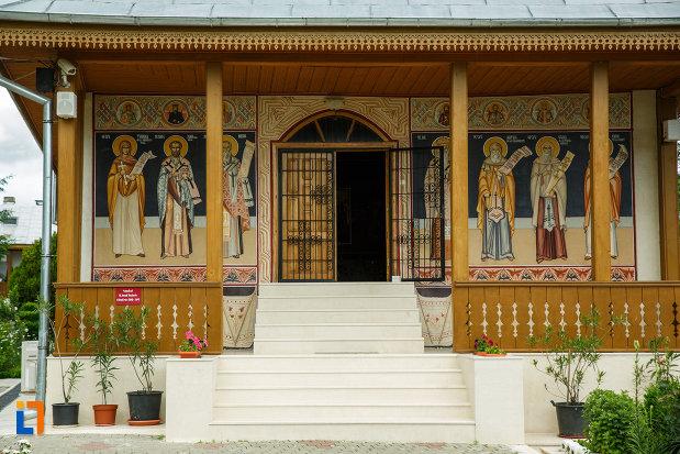 manastirea-brazi-din-panciu-judetul-vrancea-intrarea-in-biserica.jpg