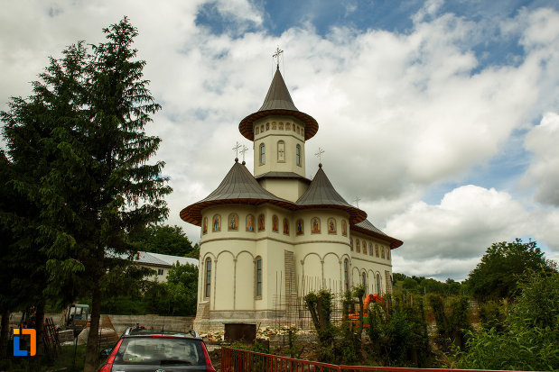 manastirea-brazi-din-panciu-judetul-vrancea-niserica-vazuta-din-spate.jpg