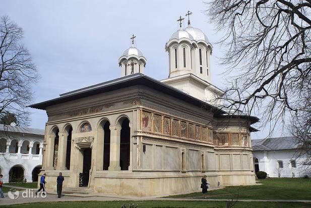manastirea-caldarusani.jpg