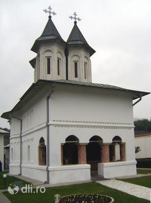 manastirea-clocociov.jpg