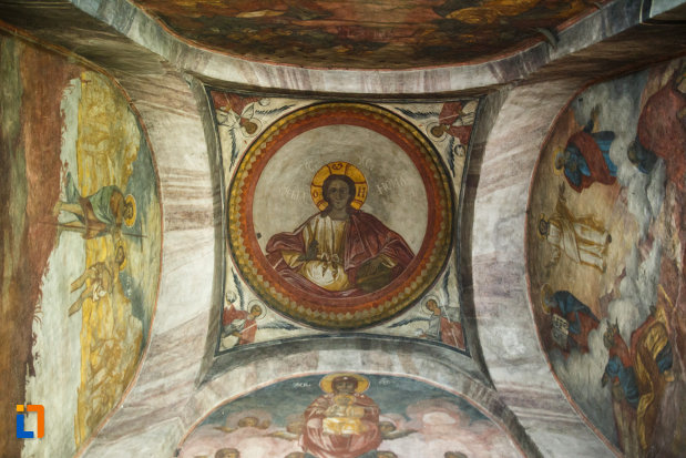 manastirea-cornetu-din-calinesti-judetul-valcea-cupola-pictata.jpg