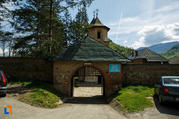 manastirea-cornetu-din-calinesti-judetul-valcea.jpg
