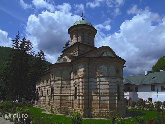 manastirea-cozia-2.jpg