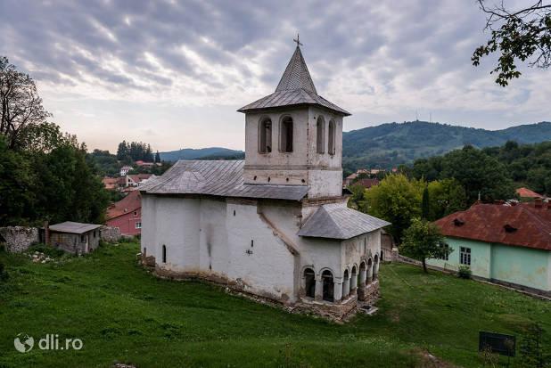 manastirea-de-la-baia-de-arama.jpg