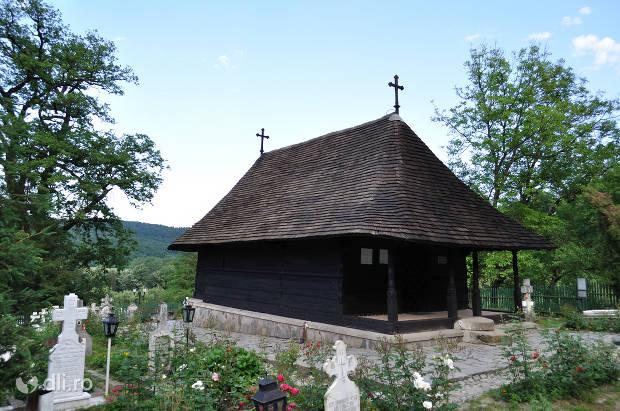 manastirea-dintr-un-lemn.jpg