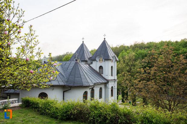 manastirea-godinova-din-bocsa-judetul-caras-severin.jpg