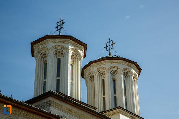 manastirea-hurezi-din-horezu-judetul-valcea-turnuri-de-biserica.jpg
