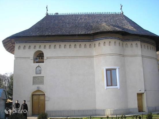 manastirea-lacuri.jpg