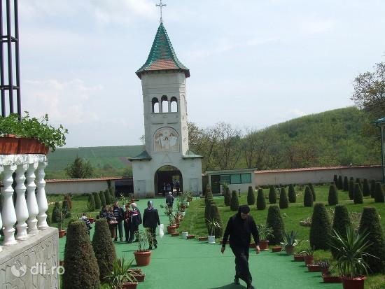 manastirea-moreni.jpg