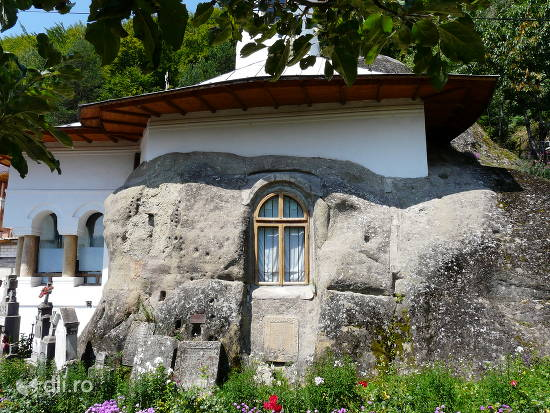 manastirea-namaiesti.jpg