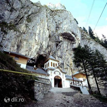 manastirea-pestera-ialomitei.jpg