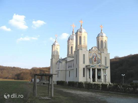 manastirea-pestera-sfantului-andrei.jpg