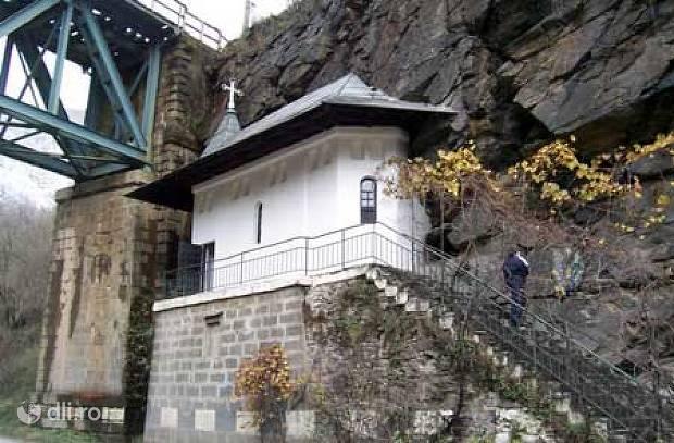manastirea-piatra-scrisa.jpg