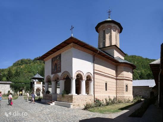 manastirea-polovragi.jpg
