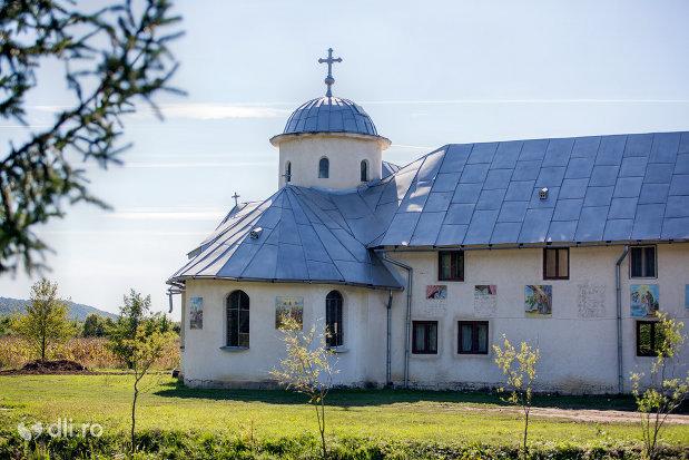 manastirea-portarita-din-prilog-judetul-satu-mare.jpg