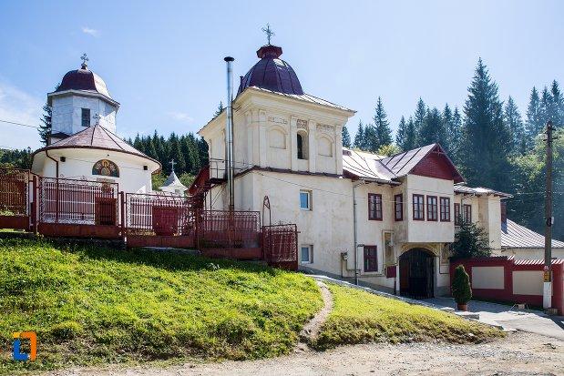 manastirea-predeal-judetul-brasov.jpg