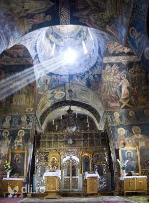 manastirea-saraca-iconostasul.jpg
