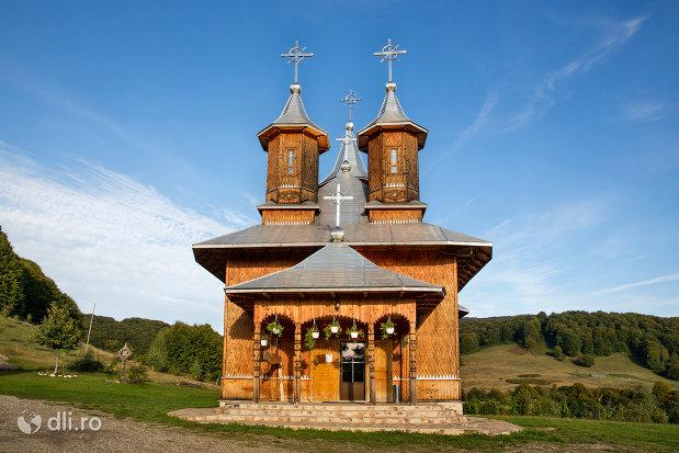 manastirea-sfanta-treime-din-moiseni-judetul-satu-mare.jpg