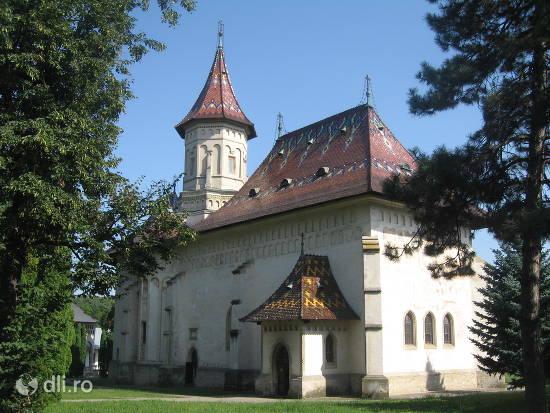 manastirea-sfantul-ioan-cel-nou.jpg